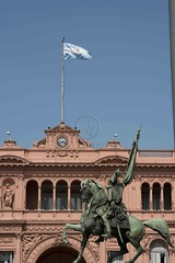 Na Plaza de Mayo (Edson Grandisoli. Natureza e mais...) Tags: argentina buenosaires general militar plazademayo sede casarosada manuelbelgrano esttua amricadosul governo praademaio