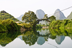 A very clear day on the river, Yulong near Yangshuo, Guangxi, China (fabriziogiordano23) Tags: china trip travel bridge cruise mountain holiday verde green water montagne reflections river yulong asia asien guilin yangshuo fiume ponte journey asie 1001nights acqua viaggio soe cina vacanza chine guangxi riflesso pianura zattera yulongriver 1001nightsmagiccity mygearandme ringexcellence flickrstruereflection1 rememberthatmomentlevel1 rememberthatmomentlevel2 fiumeyulong