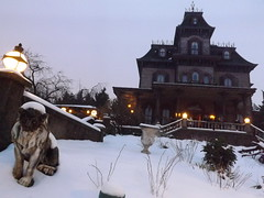 Snow Surrounds the Manor (CoasterMadMatt) Tags: park winter snow paris france up weather night dark season french photography lights  photographie time photos snowy e