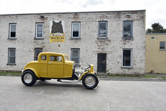 32 Ford (tedford54) Tags: 32ford diecast gananoque oldbuilding forcedperspective hotrod 118 nikon