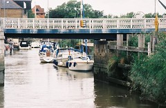 River Stour - Sandwich, Kent (jcbkk1956) Tags: riverstour river bridge sandwich kent boats moorings film 35mm analog slr pentax mg agfa200 manual
