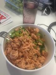 Lunch 1/9 (Atomeyes) Tags: mat fisk lax sallad pasta pesto avokado vatten gurka paprika