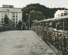 Prcticas Exportadas 02 (diegoortega_) Tags: puente peatonal urban urbano candados amor persona recorrido luz contraste colores santiago chile mapocho