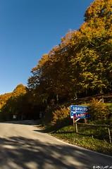 Il confine regionale. (Abulafia82) Tags: autumn panorama color landscape colore pentax mano 1855 autunno colori paesaggi paesaggio 2012 lazio k5 abruzzo autofocus libera ciociaria sagradellacastagna valcomino forcadacero da1855wr 1855wr pentaxk5 pentaxda1855alwr da1855alwr tappoermetico ottobre2012
