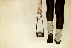 Dime con quin andas y te dir quin eres. (Marie Casabonne) Tags: camera woman texture textura feet mujer hands legs manos tights step paso pies camara voigtlnder medias leggings piernas polainas revellada