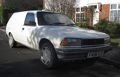 1988 PEUGEOT 305 GL VAN (Yugo Lada) Tags: old white cars car photo nice 1988 surrey retro parked van rare peugeot 2012 gl 305 f496tjt
