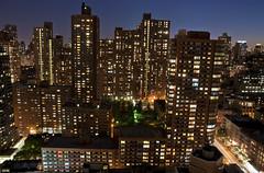 Upper East Side (CAUT) Tags: street city nyc newyorkcity longexposure trip viaje sunset usa ny newyork building skyline architecture atardecer us calle arquitectura nikon unitedstates dusk manhattan edificio ciudad september septiembre le uppereastside anochecer 2012 nuevayork uppereast largaexposicin largaexposicion d90 caut nikond90