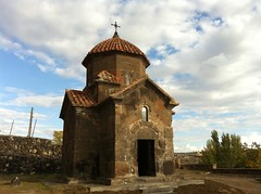 Karmravor Church (Alexanyan) Tags: city sky church kirche christian chiesa armenia orthodox eglise armenian reddish armenio armenien armenie armeno caucasia ashtarak hayasdan karmravor  rmenyorszag