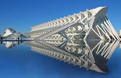 obra de calatrava (vil.sandi) Tags: valencia architecture reflections spain santiagocalatrava museodelascienciasprincipefelipe ciudadlelasartesylasciencias