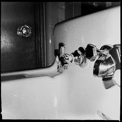 A tiny sink in a small bathroom. (CarusoPhoto) Tags: hipstamatic chunkylens tastypopflash us1776film