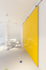 Altro Showroom London 2016-Altro resins-Altro Whiterock White-Altro Whiterock Chameleon-Altro Whiterock doorset-25 (Altro USA) Tags: whiterock white walls showroom retail resin grey generalareas chameleon yellow