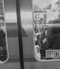 Metro (Mar Cifuentes) Tags: metro subte subway chile bnw