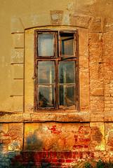 Window (Sareni) Tags: sareni serbia srbija vojvodina banat juznibanat seleus zeleznickastanica old staro window prozor light svetlost wall zid glass staklo colors boje hdr highdynamicrange evening vece shadows senke photomatix summer leto august 2016 twop
