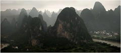Li river mountains. (jero 053 (J.Fransen)) Tags: china panorama mist mountains classic mystery canon landscape photography liriver haze asia mood view guilin yangshuo culture surreal explore canon5d jero dong azie lightroom guanxi longshen xingping 053 dazai countrysite lngshng jeroenfransen