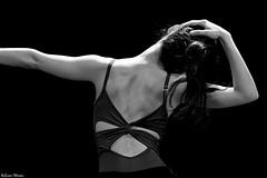 Por tu espalda (Sonia Montes) Tags: bw ballet white black byn blancoynegro canon bn espalda soniamontes