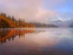Blejsko jutro / Morning in Bled 3 (Union*) Tags: morning autumn lake alps fall sunshine fog sunrise early colours foggy upper slovenia alpine bled gorenjska jezero blejsko carniola