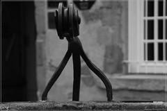 Acier trempé (Swans Fotografies) Tags: noir cité forge blanc carcassonne acier puit ferronerie