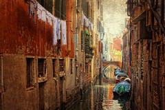 Canal menor en Venecia (Zu Sanchez) Tags: venice italy painterly texture textura painting veneza ventana canal italian europe italia gondola piazza venise venecia venezia venedig veneto italianlifestyle veneti texturized venetto  venessia    osolev  venesi zsnchez zusanchez