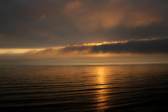 Dios existe ... (Andrea Torres Vargas) Tags: sunset peru atardecer mar rojo lima playa nubes puestadesol naranja olas miraflores dios grandeza andreatorresvargas