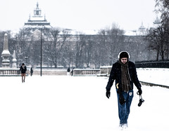 my hobbies and i...simply in the snow (/ Philou3117 /) Tags: snow man paris contrast bokeh photograph headphones neige homme photographe 400d 2470f28lusm