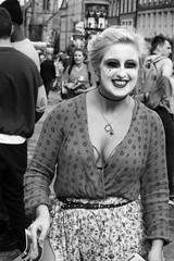 Fringe on the Mile 2016 088 (byronv2) Tags: edinburgh edimbourg edinburghfestival edinburghfestivalfringe edinburghfringe fringe fringe2016 edinburghfringe2016 edinburghfestivalfringe2016 festival royalmile oldtown peoplewatching candid street performer woman girl blonde pretty sexy cleavage boobs tape actor smile blackandwhite blackwhite bw monochrome breasts downblouse tits bigboobs