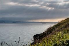Rayos al atardecer (ccc.39) Tags: asturias gozn cantabrico mar sea seascape nubes rayos rayosdesol barco