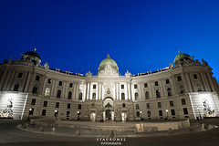 Hofburg - Viena (Stauromel) Tags: viena austria hofburg arquitectura habsburgo palaciosimperiales residenciadeinvierno sissi gtico historicismo alquimiadigital stauromel skyline street nocturna fotografianocturna canon1dmarkii