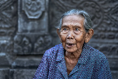 Old Lady at Sukawati Art Market (Helminadia Ranford) Tags: people candid lady older market sukawati bali indonesia