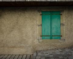 Matires (Jrme Olivier) Tags: 01sujet 02thme 04graphisme alpes cindy couleurs france pays portrait couleur fenetre moto vacances vert volet t