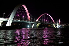 Juscelino Kubitschek bridge, Braslia (Francisco Arago) Tags: bridge brazil lake reflection luz latinamerica rose braslia arquitetura architecture night reflections lago df photographer view nightshot cancer rosa architectural ponte noturna vista luzes reflexo reflexos brasilia fotgrafo gettyimages campanha distritofederal fotonoturna arcos amricadosul pontejk luminrias jkbridge lagoparano centrooeste arquiteturamoderna paranolake obradearte juscelinokubitschekbridge alexandrechan pontejuscelinokubitschek pinkoctober cancerdemama pontoturstico capitaldobrasil canoneos5dmarkii outubrorosa sadedamulher arquitetoalexandrechan franciscoarago brasilemimagens brasiliapatrimoniodahumanidadeunesco pinkoctobercampaigntopreventandcombatbreastcancer outubrorosabrasliaaderecampanhadeprevenoecombateaocncerdemama campanhacontracancerdemama