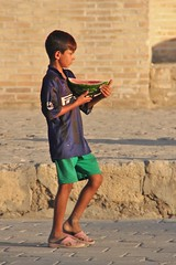 Boy with melon in front of Madrasah Abdulazizxon, Bukhara (Sekitar) Tags: boy sun asia eating madrasah silkroad melon uzbekistan centralasia bukhara usbekistan buchara seidenstrasse buxara routedelasoie earthasia abdulazizxon