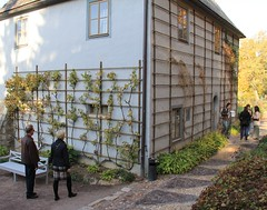 Goethes garden-house in Weimar (:Linda:) Tags: park people germany town weimar pattern path vine thuringia poet climber goethe lattice triangular gardenhouse spalier goethegartenhaus whitebench