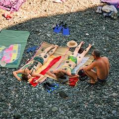 travel family girls shadow sea summer vacation italy sun... (Photo: B℮n on Flickr)