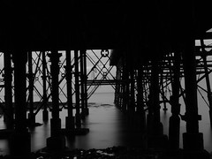 Dan gysgod y pier - In the pier's shadows (Cradur) Tags: longexposure sea water wales pier blackwhite still october shadows cymru panasonic aberystwyth dwr ceredigion mor hydref cysgodion duagwyn llonydd fz45 llunhir