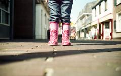 Sunny rainy day (sudio_nl) Tags: trip pink holland film netherlands 35mm vintage iso200 shoes boots walk nederland olympus ishootfilm scan negative scanned roll epson 35 hema v500 wijhe rolletje