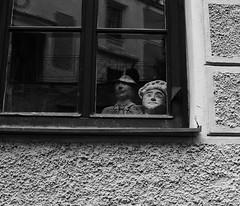 0513_F (Rafelot) Tags: window canon ventana spain europe praha bn finestra muñecos g12 miradas ninots titelles eixidetes rafelot amicsdelacamera afsueca afcastello