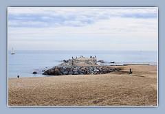 Paseando por la Playa de la Barceloneta (Modest Minguella (On/Off)) Tags: barcelona blue beach azul clouds sand playa arena barceloneta nubes blau dyke dic dique modest platja sorra nvols paseando canoneos500d ef50mm114 mygearandme rememberthatmomentlevel1 rememberthatmomentlevel2