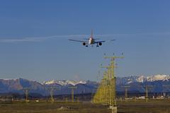 Malpensa (fotopierino) Tags: panorama canon mark iii aeroporto volo l 5d pista 70200mm malpensa atterraggio fotopierino