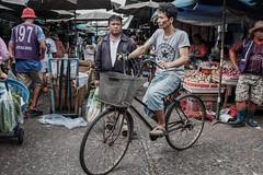 J48 (joekhor35) Tags: bangkok flickrtravelaward flickr flickrcentrel street streetphoto streetphotograph streetlife streetphotography bangkokstreet market klongtoeyfreshmarket