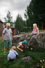 The attack of the flying ants (Toni Ahvenainen) Tags: loxia235 smallaperture flyingants ants kids playing summer zeiss