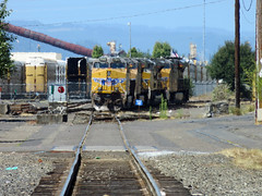 Union Pacific locomotives shimmer in the heat (pchurch92) Tags: portland oregon unionpacific up heatshimmer gevo es44