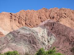 "Purmamarca et ses montagnes colorées <a style=""margin-left:10px; font-size:0.8em;"" href=""http://www.flickr.com/photos/127723101@N04/29147857775/"" target=""_blank"">@flickr</a>"
