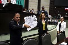 IMG_4926 (Fotografa GP-PRD LXIII) Tags: cmara camaradediputados cmaradediputados lxiii lxiiilegislatura legislatura gpprd prd tomasoctaviano elidacasteln ayotzinapa protesta pleno