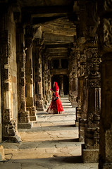 Qutab Minar Complex ! (Commoner28th) Tags: qutab minar delhi architecture india heritage beauty beautiful bride woman lady history sunset light red culture travelling tourism