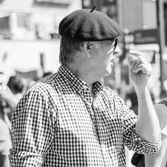 Donde? / Where? (Alvimann) Tags: alvimann canon canoneos550d canon550d canoneos gente man men people hombre male hombres hat hats sombrero sombreros boina boinas beret glass glasses lente lentes blackandwhite black negro white blanco blancoynegro portrait retrato retratos portraits