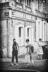 A l'angle des rues (Des.Nam) Tags: nb noiretblanc nikon nord nordpasdecalais bw blackwhite bthune bthunertro2016 monochrome mono street streetphotographie rue desnam d800 vintage rtro 2470f28 girl glamour hipsterbarbe hipster coin corner
