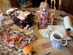 Taller desastre 2 (Lunalila1) Tags: rose outfit doll sweet handmade dal wig angry groove patchwork suri costura