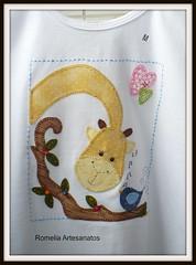 esse risco da camiseta peguei da galeria de flavia s_m l963 (retirado da net) Obrigada Flávia!!!! (romelia.artesanatos) Tags: com patchwork camiseta branca aplique bordada girafinha