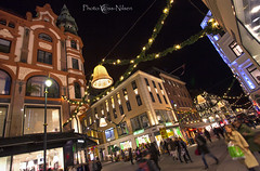 Karl Johan (Voss-Nilsen) Tags: christmas street xmas travel urban streets building oslo norway by architecture digital canon buildings geotagged photography eos norge photo gate europa europe flickr advent foto streetlights norden streetphotography 5d nordic jul arcitecture scandinavia lys karljohan 2012 handel arkitektur architectura bybilder karljohansgate stlandet bygning kveldsbilder skandinavia bygninger gater gatelys geotagget digitalt julepynt gatebilder julegate julegater digitalfoto byggninger byggning oslobilder bybilde julepyntet handlegate kveldsbilde bydelsthanshaugen handlegater vossnilsen