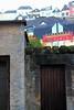 Flowers on the roof (Hopeisland) Tags: 2012 단풍 물 문 꽃 가을 건물 나무 성벽 빛 강변 유럽 강 반영 지붕 이끼 햇빛 햇살 가지 룩셈부르크 타운 수도 늦은 올드 오후의 가을잎 알제트 지붕위의 참문